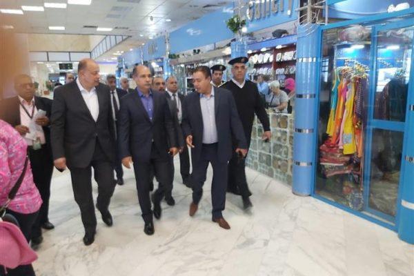 """وزير الطيران يتفقد مطار أسوان قبل انطلاق مؤتمر """"السلام والتنمية"""""""