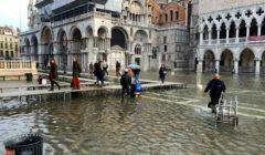 إغلاق ميدان سان مارك في فينيسيا الإيطالية بسبب مياه الفيضانات