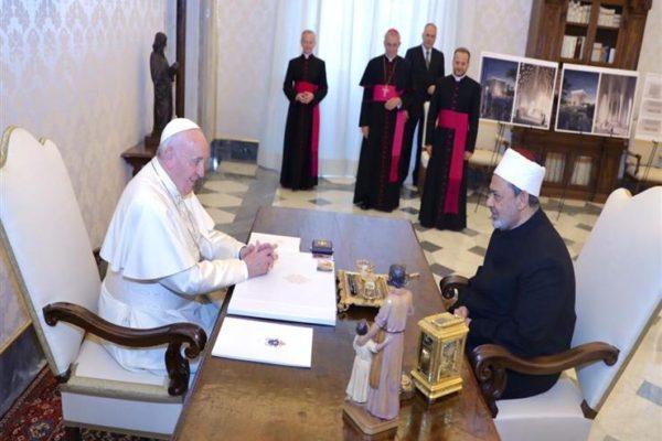 شيخ الأزهر وبابا الفاتيكان: ماضون قدمًا في تحقيق الإخاء الإنساني