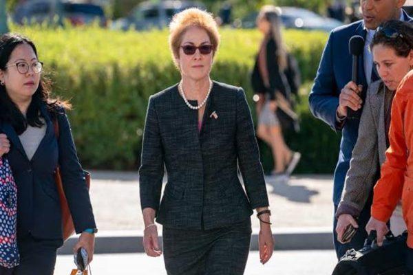 عزل ترامب | هل وجد الديمقراطيون ضالتهم في شهادة سفيرة سابقة؟