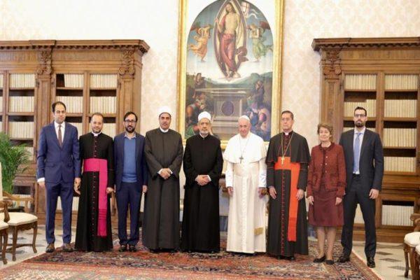 شيخ الأزهر وبابا الفاتيكان يلتقيان لجنة الأخوة الإنسانية