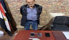 """أثناء ضبطه.. مسجل خطر مسن يتعدى على قوة أمنية باستخدام """"كتر"""" بمدينة نصر"""