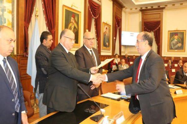 محافظ القاهرة يوجه بحصر العقارات الآيلة للسقوط وتفعيل قرارات الإزالة