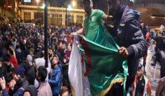 مسيرة ليلية حاشدة لرفض الانتخابات في الجزائر واعتقال العشرات
