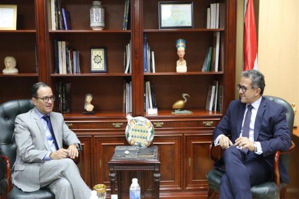 """""""العناني"""" يبحث مع وزير السياحة البيروڤي التعاون الأثري"""