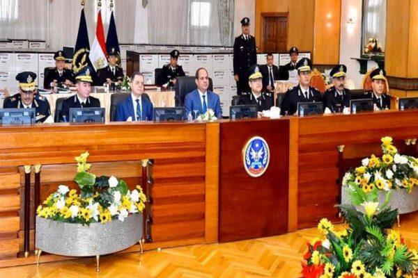 الرئاسة تنشر فيديو زيارة السيسي لأكاديمية الشرطة ومتابعة كشف الهيئة