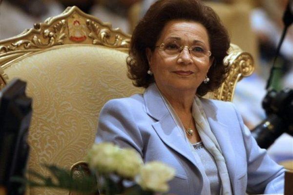 نجلها: سوزان مبارك في العناية المركزة