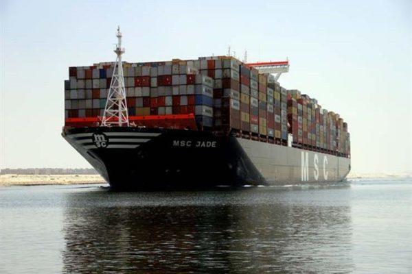 الحكومة تنفي زيادة رسوم عبور ناقلات النفط بقناة السويس