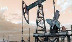 أسعار النفط تتراجع مع قيام المتعاملين بالبيع قبل بيانات أوروبا وأمريكا