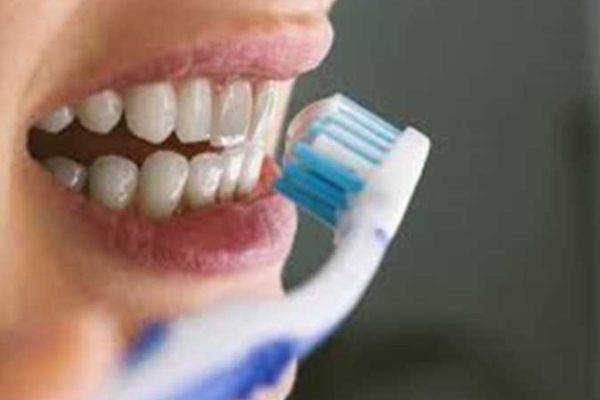 كل ما تريد معرفته عن صنع معجون أسنان منزلي