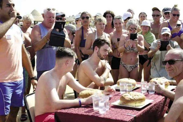 «مهرجان الفاكهة» يجذب السائحين بفنادق مرسى علم