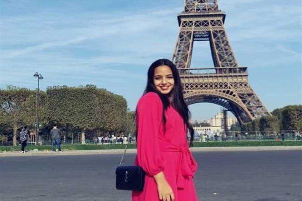 مريم.. فتاة صعيدية تحلم بدخول عالم الأزياء والموضة والمكياج