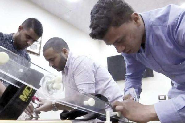 4 طلاب بـ«هندسة حلوان» يبتكرون «بدلة آلية» تساعد العمال على رفع الأوزان الثقيلة