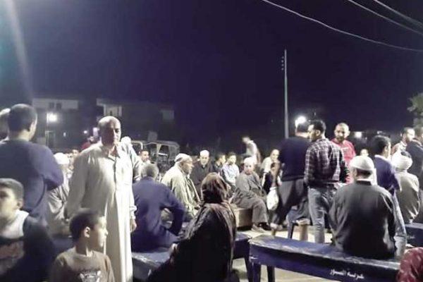 بعد احتراق حظيرته.. أهالي قرية يتضامنون لشراء لحوم مواشٍ ذبحها مالكها