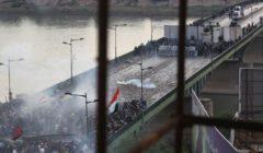 """فيديو.. مسلح يتوعد بالثأر من قتلة """"أبناء الخزعلي"""" بـ """"جسر دم"""" في بغداد"""