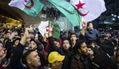 """نشطاء مجتمع مدني وأكاديميون جزائريون يستنكرون """"البلطجة"""" ضد المتظاهرين"""