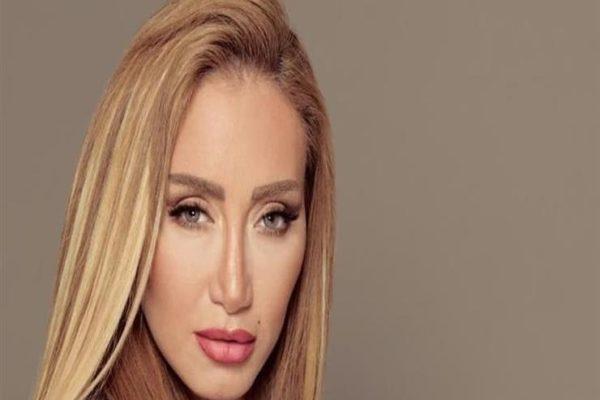 """ريهام سعيد خلال زيارتها للسعودية: """"بدل ما تنتحر أرمي نفسك في حضن ربنا"""" (فيديو)"""