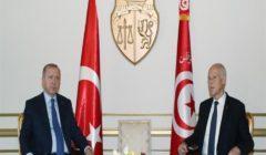 """معركة كسب الحلفاء تتصاعد في ليبيا بعد هبوط أردوغان بـ""""وفد حرب"""" في تونس"""