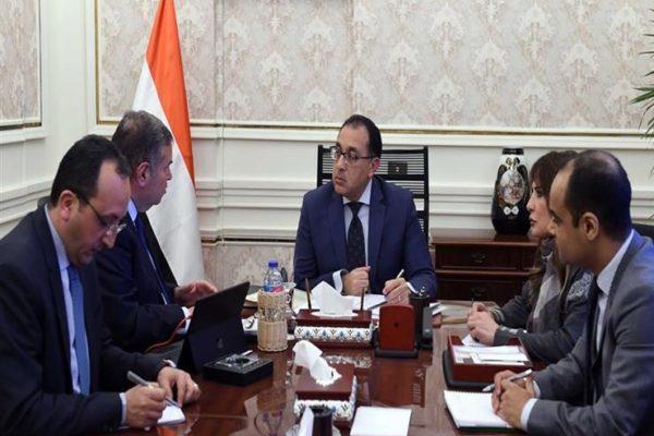 رئيس الوزراء يستعرض خطة تطوير شركات قطاع الأعمال بحضور الوزير