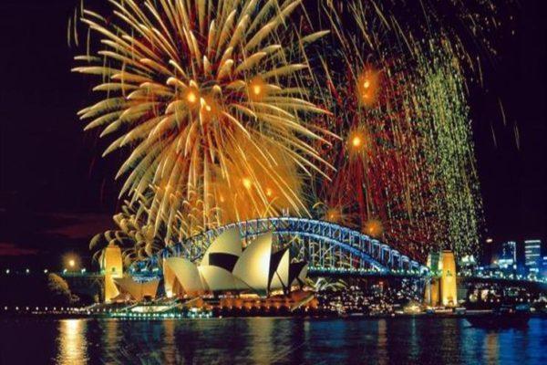 العالم يستعد للحظة بداية العام الجديد