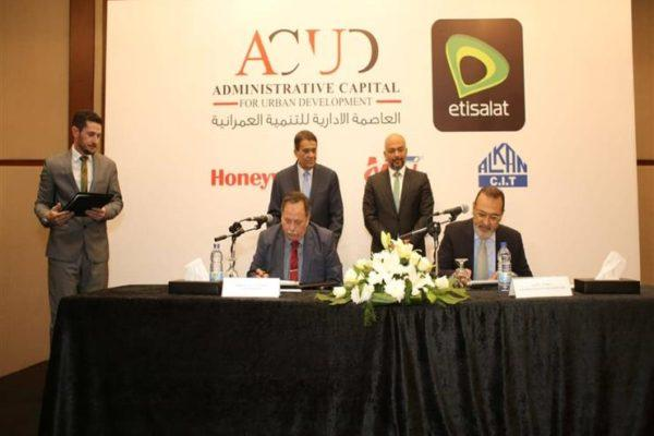"""""""اتصالات مصر"""" توقع اتفاقية مع """"العاصمة الإدارية"""" لتقديم خدمات المدن الذكية"""