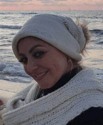 ميار الببلاوي نافية خلع الحجاب: لو وضعوا الشمس على يساري والقمر على يمني ما أخلع حجابي (بالصور)