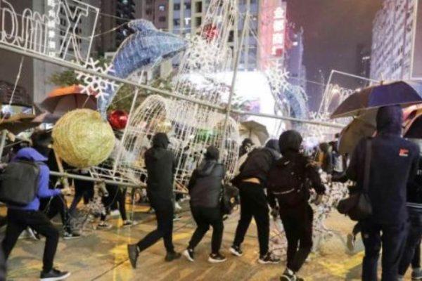 هونج كونج تحتفل برأس السنة باستخدام عروض الليزر | فيديو وصور