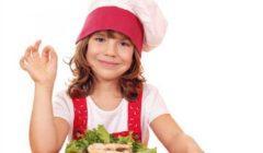 هل استخدام «السوشيال ميديا» مرتبط باضطراب الأكل عند الأطفال؟.. دراسة تجيب
