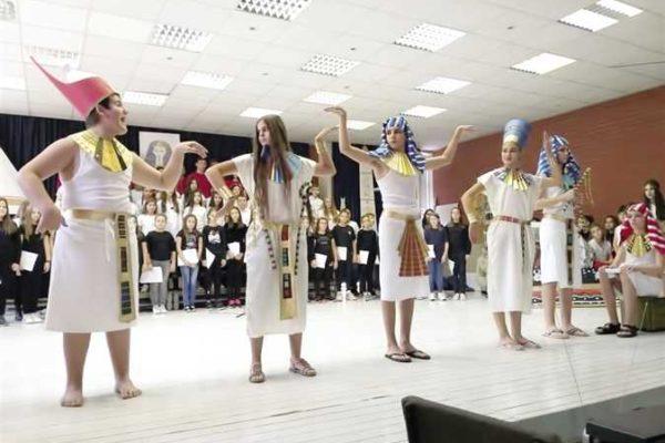 مدرسة صربية تخصص مشروعات فصولها الدراسية لحضارة مصر القديمة والمعاصرة