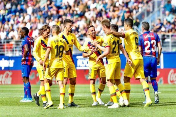عوائد تاريخية.. برشلونة يتزعم أندية كرة القدم