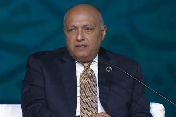 سامح شكري يصل من الجزائر بعد حضور اجتماع دول جوار ليبيا