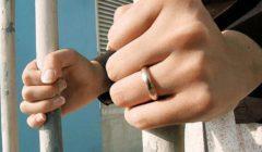 """""""صورت ابنها عريان في الحمام"""".. ضبط ممرضة بتهمة تعذيب طفلها"""
