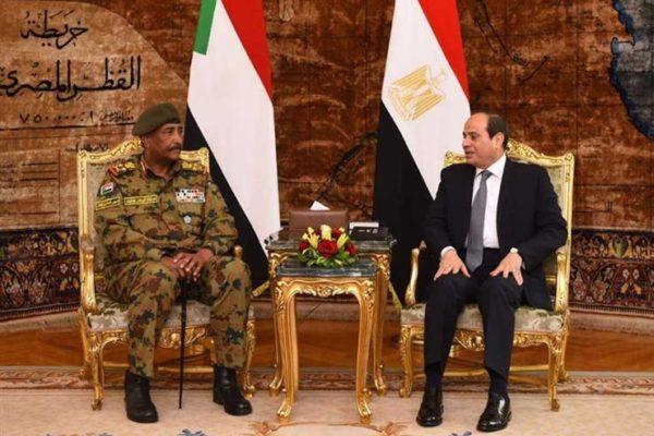 البرهان يبحث مع السيسي هاتفيًا تطورات الأزمة الليبية ومفاوضات سد النهضة
