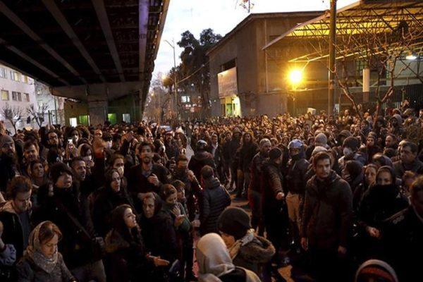 """""""الموت للدكتاتور"""".. تظاهرات في إيران لليوم الثاني بسبب الطائرة الأوكرانية"""