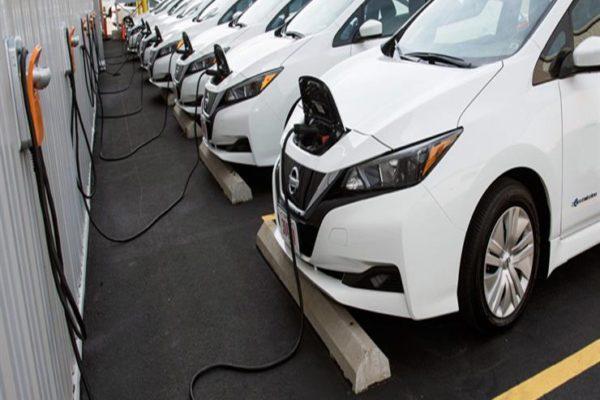 دراسة: مبيعات السيارات الكهربائية تتفوق على سيارات الوقود في 10 سنوات