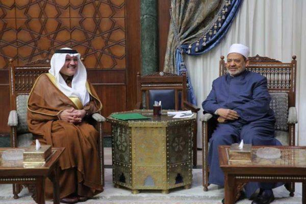 شيخ الأزهر يبحث تعزيز العلاقات المشتركة مع السفير السعودي
