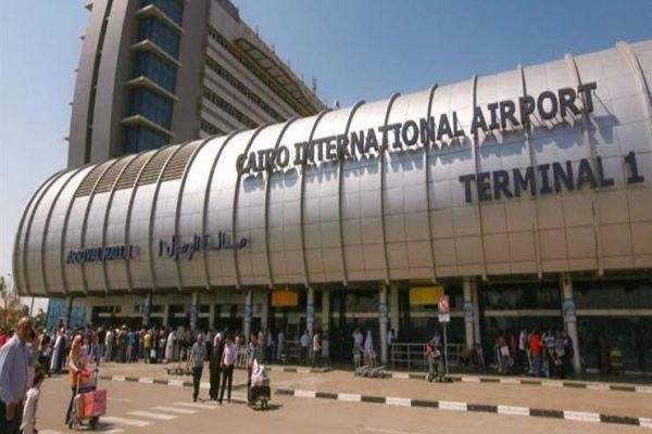 عزل 4 ركاب بالمطار لعدم حملهم شهادات الحمي الصفراء
