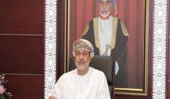 سلطان عمان يقدم أوسمة للفريق الطبى الذى تابع علاج قابوس