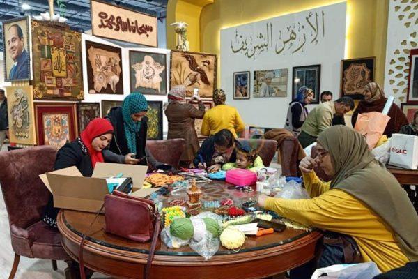 """""""مفتيات الأزهر"""" بمعرض الكتاب: نجاح مبادرة الإمام الأكبر لتمكين الواعظات"""