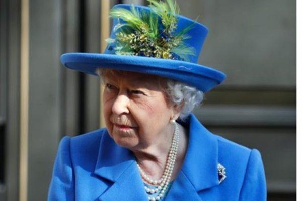 الملكة إليزابيث: مناقشات بناءة خلال اللقاء الطارئ مع هاري