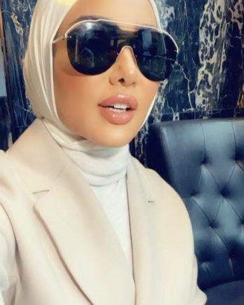 شاهدوا بالفيديو - فاشينيستا كويتية تثير الجدل بكشفها عن ثروتها الطائلة