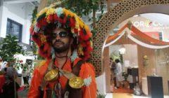 مغربي يعيد دور «السقا» في معرض «فروت لوجيستيكا» دعما لصادرات بلاده