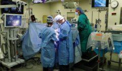 مريضة تعزف الكمان أثناء خضوعها لجراحة استئصال ورم (فيديو وصور)