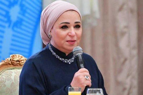 حرم الرئيس السيسي تصل مسجد المشير طنطاوي للعزاء في الرئيس الأسبق حسني مبارك