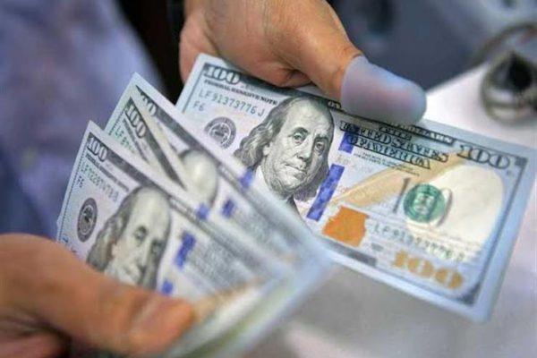 أسعار الدولار تهبط في الأهلي ومصر وتسجل 15.74 جنيه للبيع في بنك القاهرة