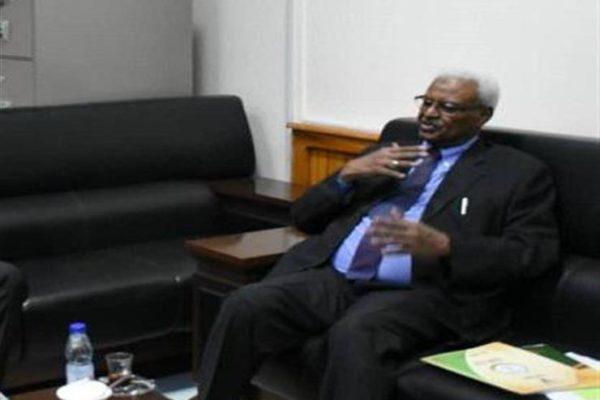 النائب العام السوداني: 3 عناصر تحسم موقف الخرطوم من تسليم البشير للجنائية الدولية