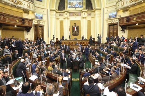"""""""إسكان البرلمان"""" تحدد المدة الزمنية اللازمة للموافقة على طلب وضع إعلانات الشوارع"""