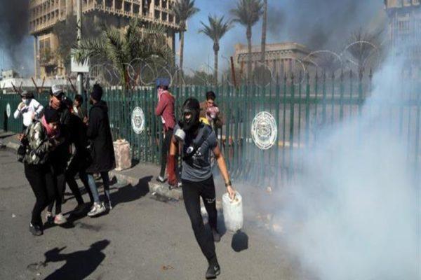 إصابة 6 متظاهرين بجروح في هجوم على خيام الاعتصام ببغداد