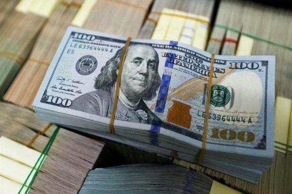 """بسبب """"كورونا"""".. تراجع كبير في الطلب على الدولار بين المستوردين"""