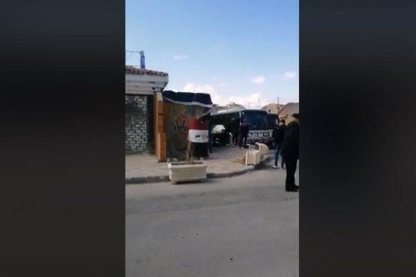 """فيديو لحظة خروج المصريين """"العائدين من ووهان"""" من الحجر الصحي بمطروح"""
